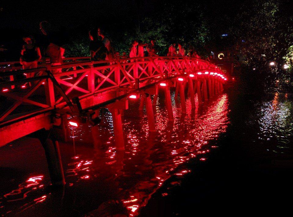 Hoan Kiem Lake temple, Hanoi, Vietnam