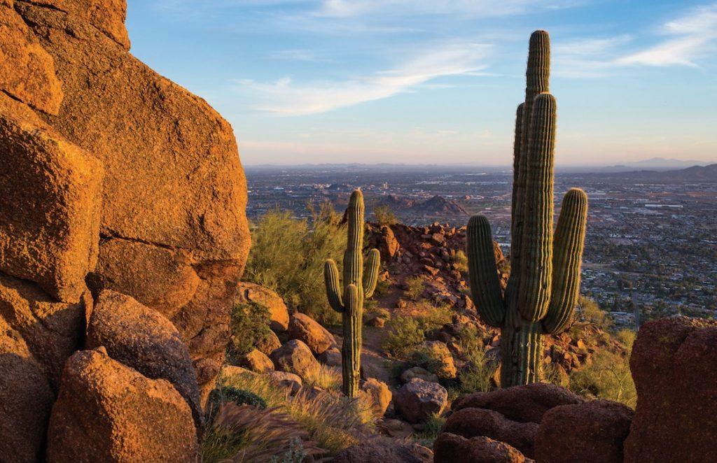Phoenix, Arizona Things to do: Climb up the Echo Canyon, Camelback Mountain. Pic cc: Visit Phoenix