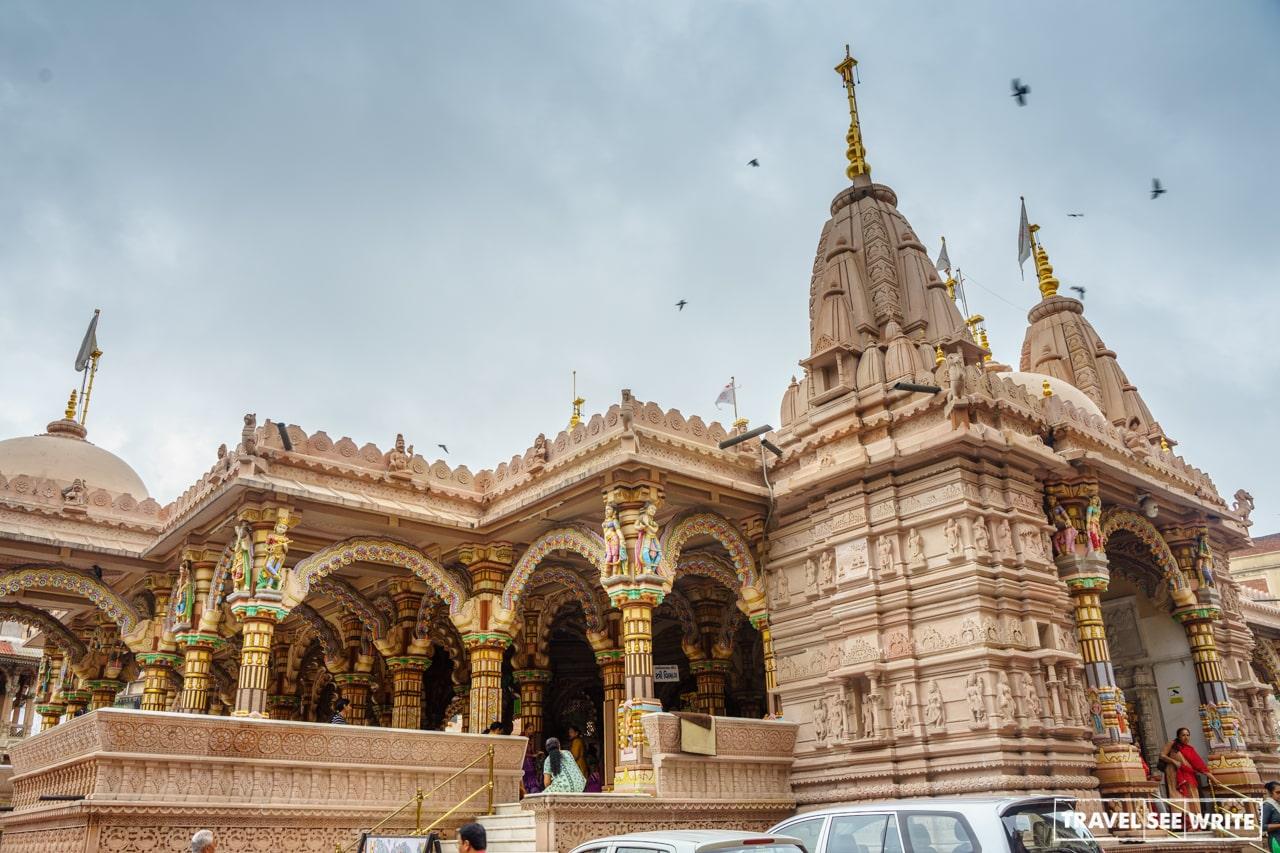 The Ahmedabad Heritage City walk starts daily from Kalupur Swaminarayan Temple at 07:45 am
